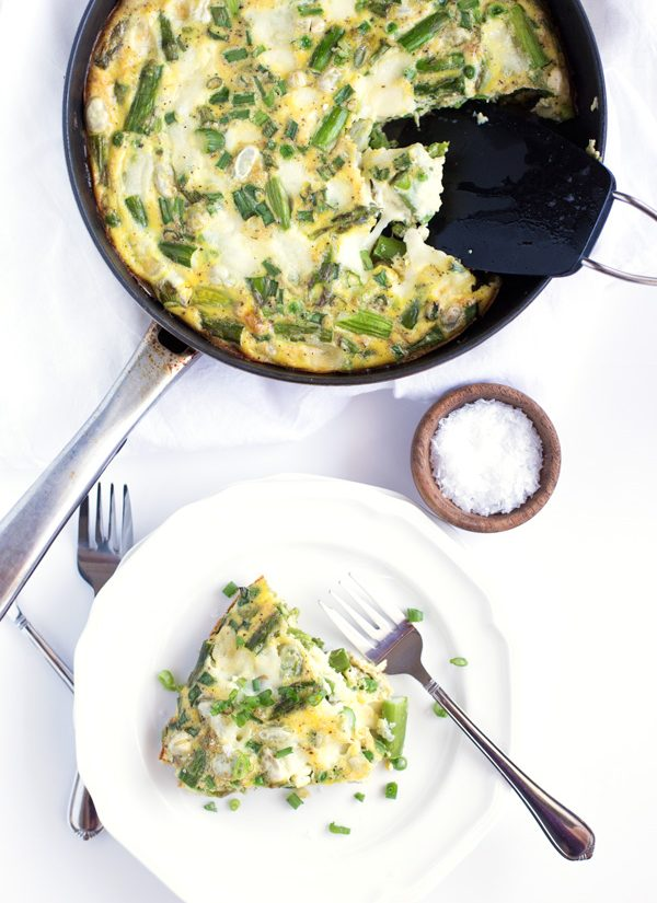 Spring Vegetable & Mozzarella Frittata - A quick & easy frittata recipe with asparagus, peas, fava beans, and green onions. Perfect for brunch or dinner! | heartandstove.com