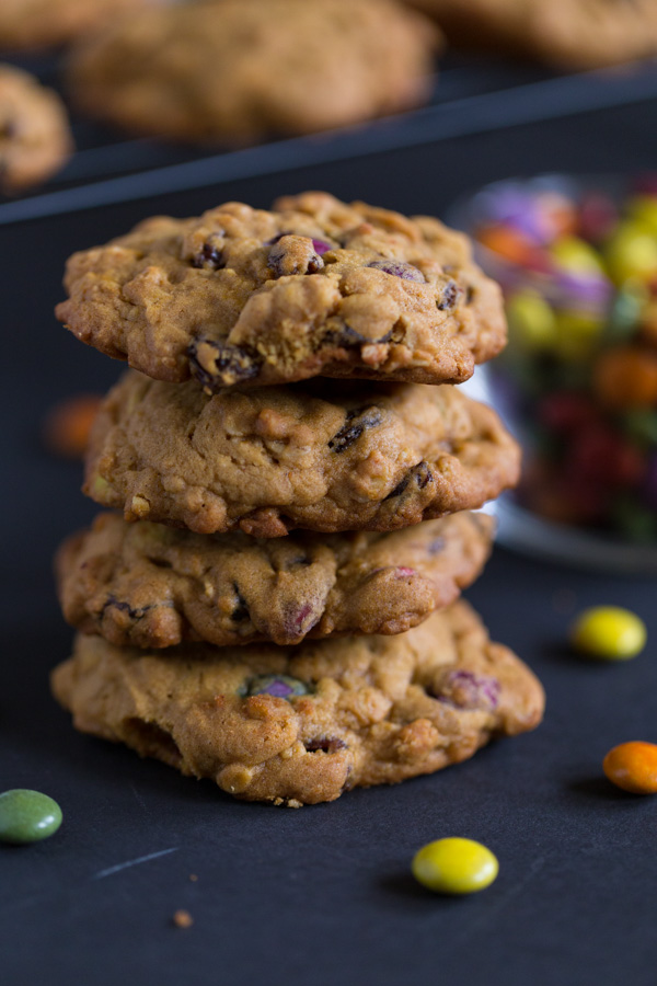 The Great Pumpkin Cookie reminds me of monster cookies - there's oats, raisins, chocolate covered candies, and nuts (if you wish to add them!) - paired with classic seasonal flavors pumpkin and cinnamon. An October tradition in my family! | www.heartandstove.com