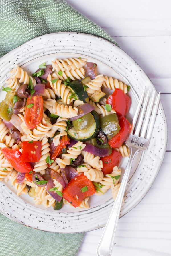 Roasted Greek Veggie Pasta Salad - Roasted veggies tossed with Banza's chickpea pasta and a Greek inspiredvinaigrette is an easy, filling, plant-based meal! | www.heartandstove.com